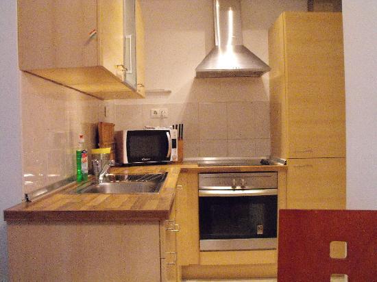 Aboriginal Budapest Apartments: Cucina