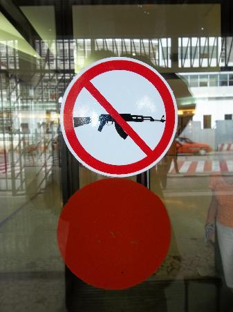 Ibis Abidjan Plateau : Don't bring your guns into the hotel