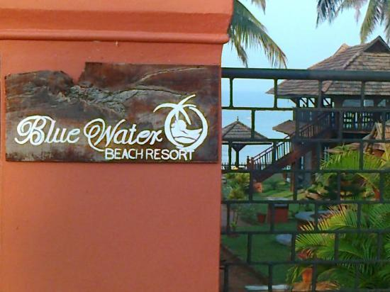 Blue Water Beach Resort: Gate of the resort