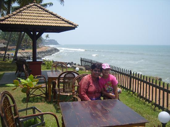 Blue Water Beach Resort: you can sit here and have your meals...right outside the fence is the walkway along the sea