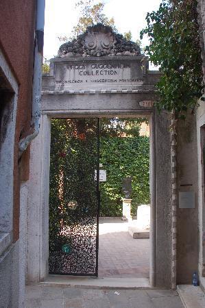 Portone d 39 ingresso al palazzo venier picture of peggy for Giardino 54 nyc