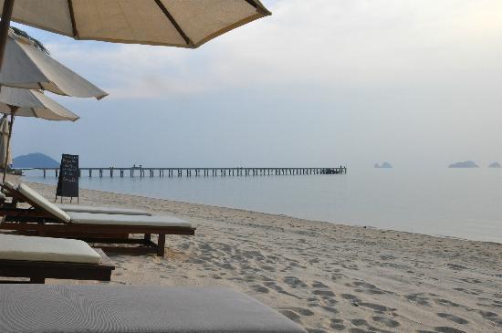 The Sunset Beach Resort & Spa, Taling Ngam: Strand