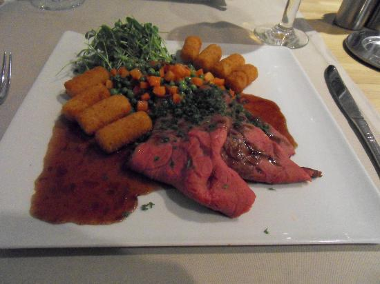 Ariane restaurant: Typical main course on lunch menu