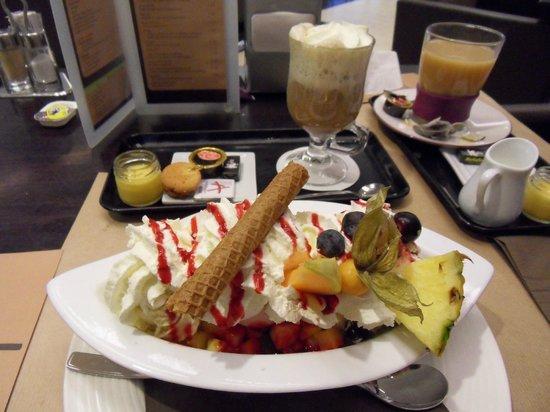 Ariane restaurant: Fresh fruit salad