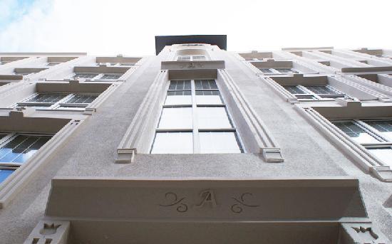 ArtDeco Istanbul Suites: Building Entrance