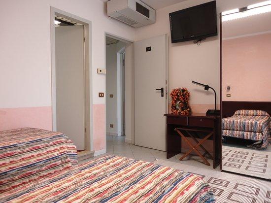 Eurhotel: Camera 3 letti singolil