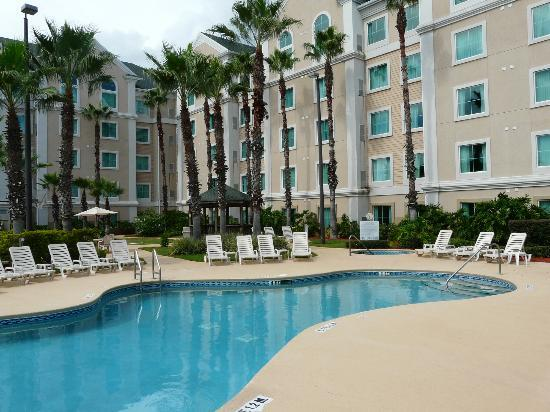 Hawthorn Suites by Wyndham Orlando Lake Buena Vista: View from the pool of our room on the 3rd floor