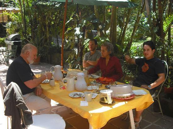 Hotel Casa Xochicalco: Desayunando al exterior