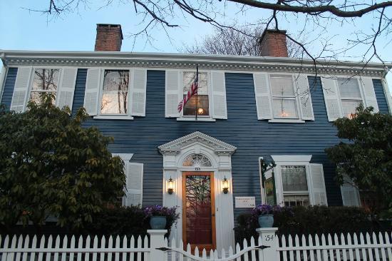 William's Grant Inn: The house