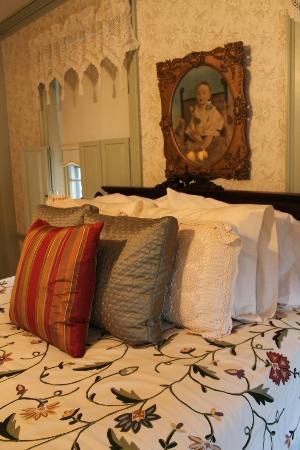 William's Grant Inn: The Sturbridge Room ( comfy) bed