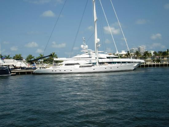 Intracoastal Waterway : lots of yachts