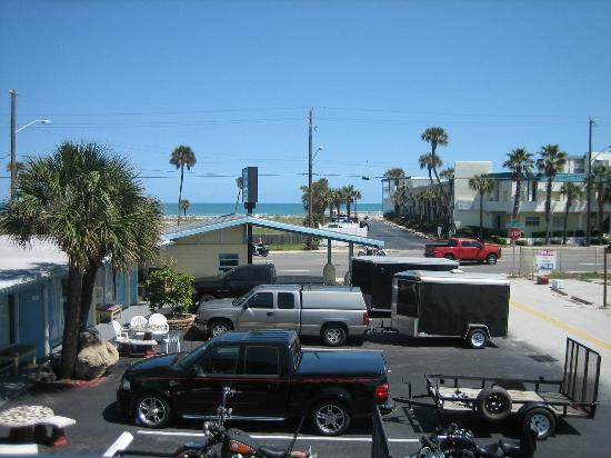 Skyway Motel : Beach