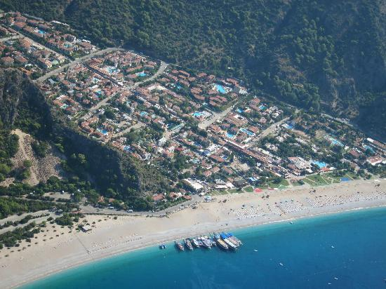 AGU Travel Daily Tours: paragliding over Fethiye