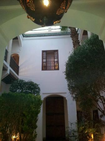 Riad l'Orangeraie: from the courtyard looking up