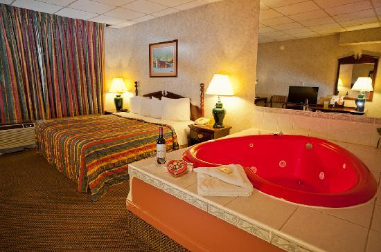 Days Inn Parsippany: Jacuzzi Suite
