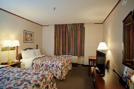 Days Inn Parsippany: Business Two-Double-Bed Room