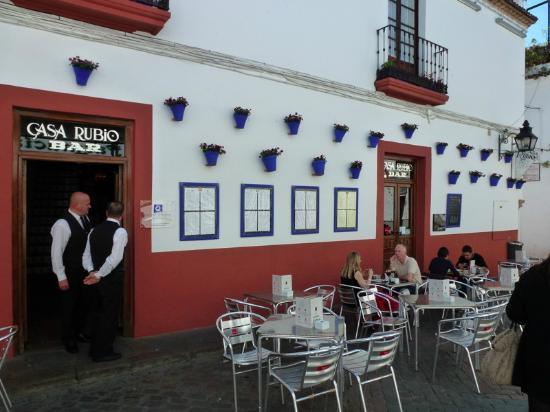 Casa Rubio : vista esterna con tavoli