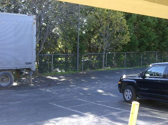 Knights Inn Laurel: parking