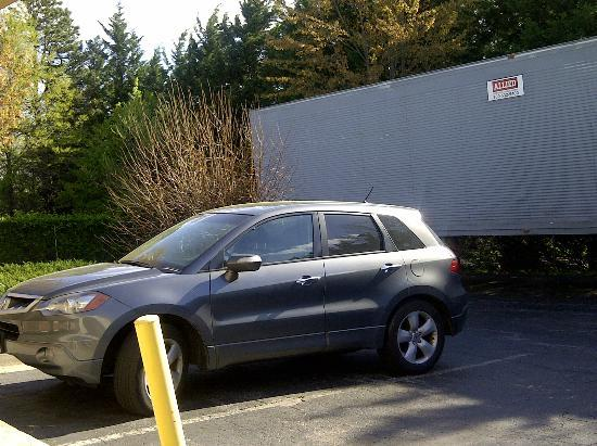 Knights Inn Laurel : trailer and guest parking