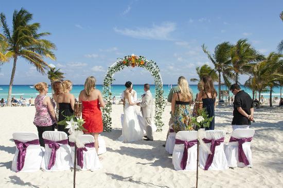 Hotel Riu Palace Riviera Maya: beach