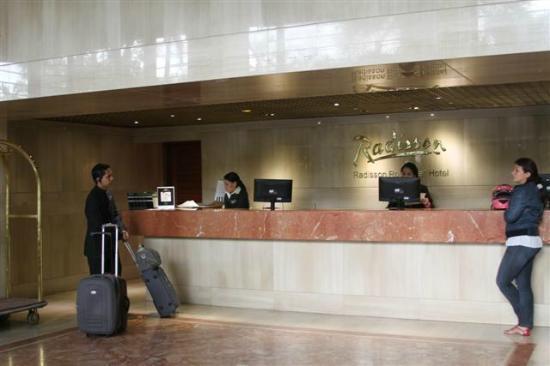 NH Cali Royal: Checking front desk