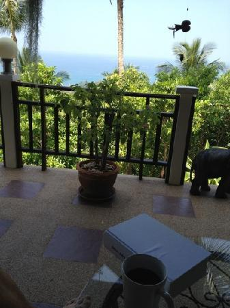 Koh Tao Star Villa : Morning coffee on the (huge) terasse