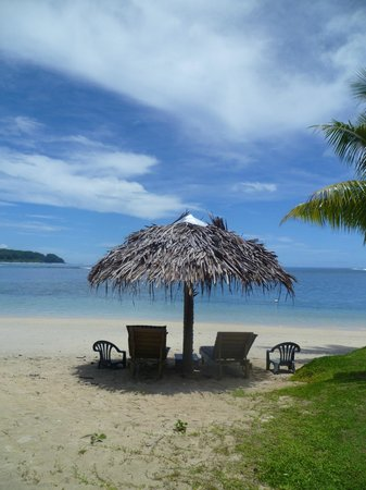 Savaii Lagoon Resort: Shade and loungers
