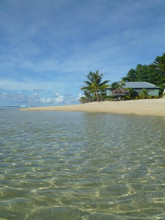 Savaii Lagoon Resort: Beach and waters edge bungalow (no 8.)