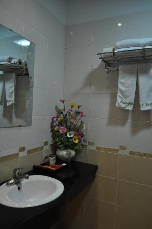 Indochina Legend Hotel: bathroom 1