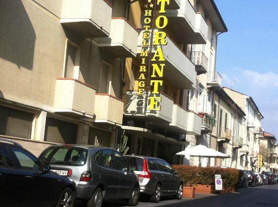 Hotel Mirage: La strada