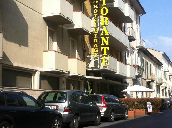 Hotel Mirage: L'esterno