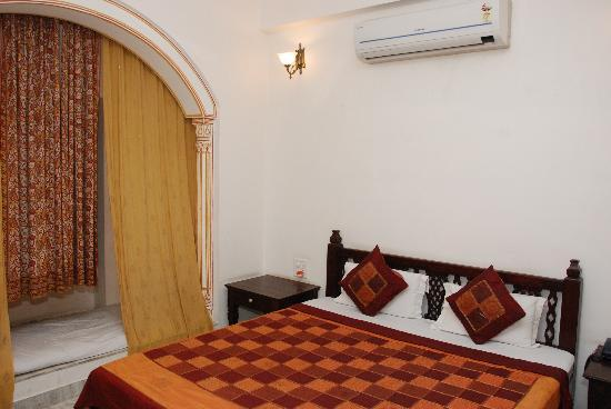 OYO 1674 Hotel Tordi Haveli: Room