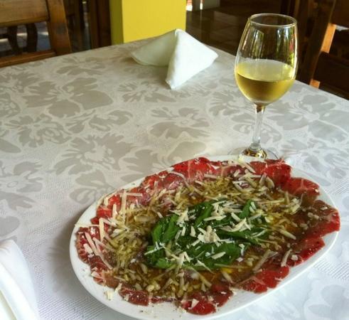 Bella Verona: Carpaccio and white Italian wine!