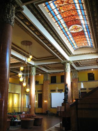 Gadsden Hotel: lobby with skylight