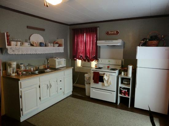 Parrottsville Inn: Dining/kitchen