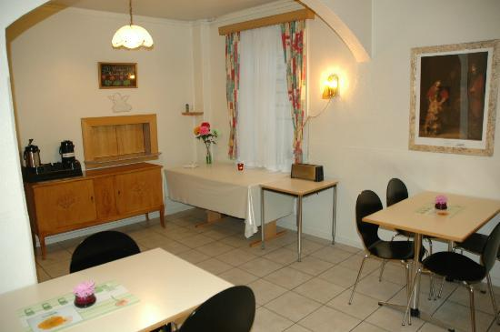 Salvation Army Guesthouse: Dining Room