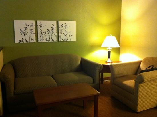 Sleep Inn & Suites: Setting area in room