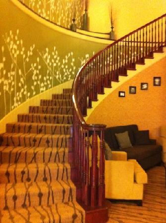 Sleep Inn & Suites: Beautiful staircase to