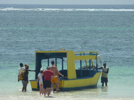Diani Sea Resort: Fahrt m.d. Glasbodenboot