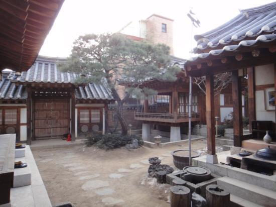 Rakkojae Seoul: 中庭です。