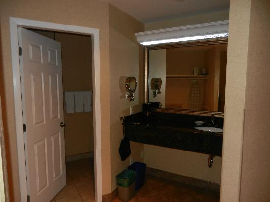 BEST WESTERN PLUS Kelowna Hotel & Suites: large bathroom, vanity, complimentary slippers, bath robes, closet on left side