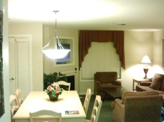 Vacation Village in the Berkshires: Living room and Dining area in one bedroom unit