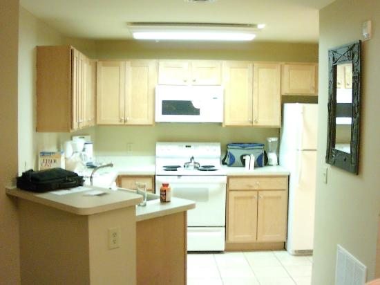 Vacation Village in the Berkshires : Kitchen in one bedroom unit