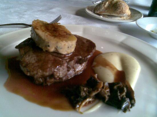 Hotel Mas la Boella: Filete con foie y salsa de ceps