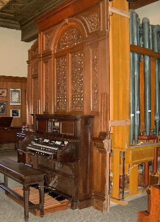 Revelstoke Nickelodeon Museum : The HUGE pipe organ!