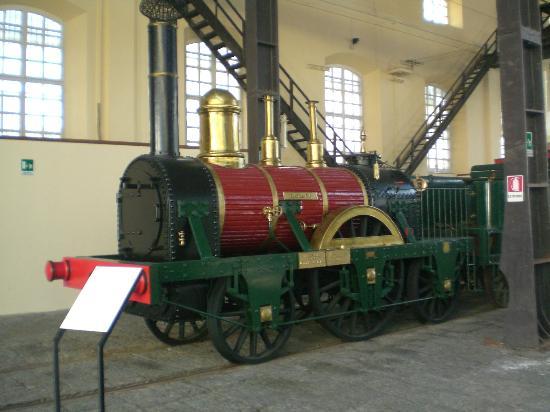 Museo Nazionale Ferroviario di Pietrarsa: per iniziare: avanti adagio.....