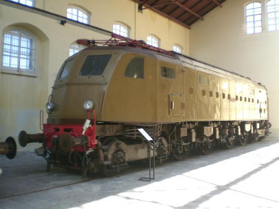 Museo Nazionale Ferroviario di Pietrarsa: .....ancora più veloce.....