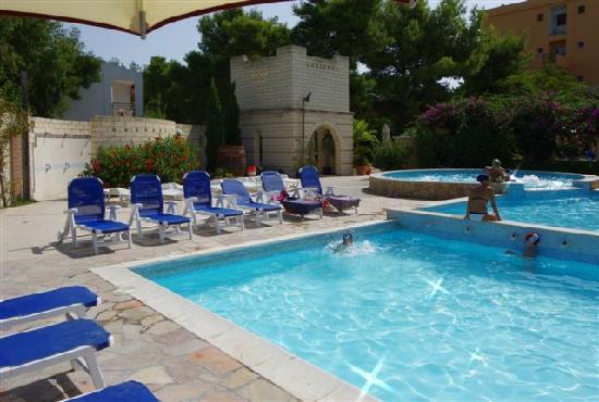 Baia degli Aranci: piscina