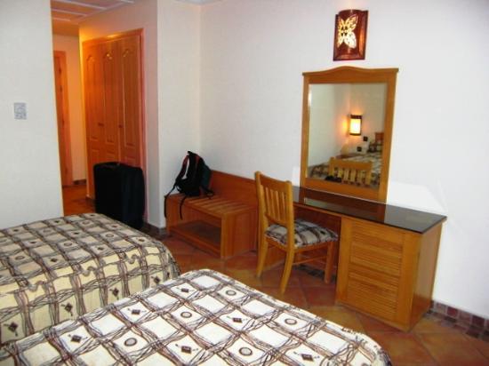 Hotel Menzeh Dalia : Schreibtisch
