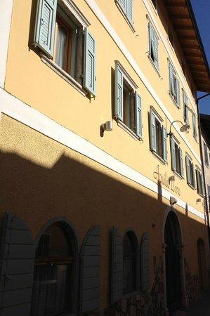 Caldonazzo, อิตาลี: Esterno del Ristorante Aquila D'Oro